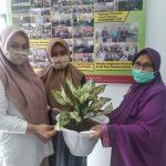 Sumbangan Bunga dari Alumni